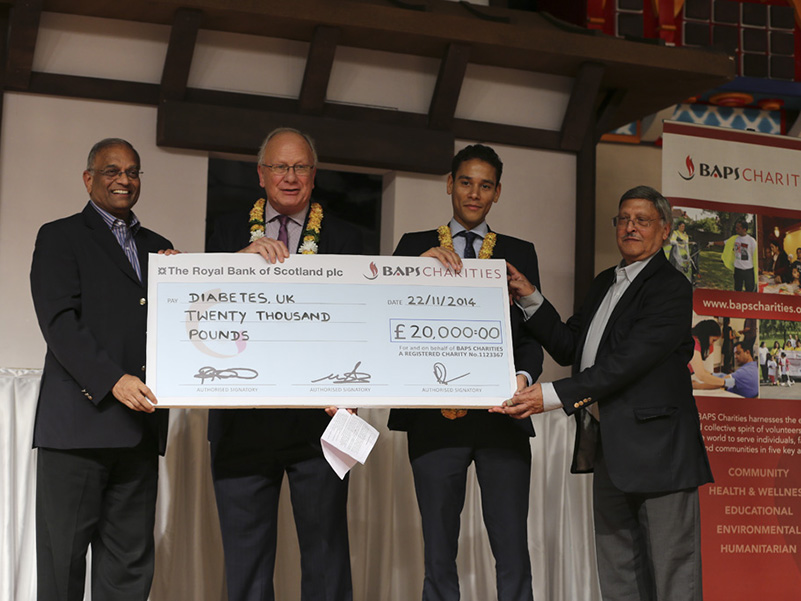 Diabetes UK Cheque Presentation 2014 (1)