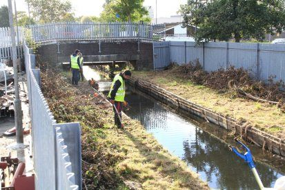 CleaningBrentFeederCanal_02