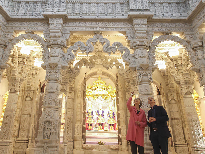 PM_Theresa_May_visits_London_Mandir_170603 (06)