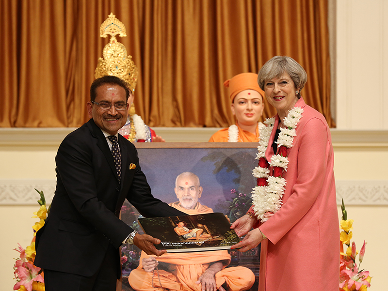 PM_Theresa_May_visits_London_Mandir_170603 (11)