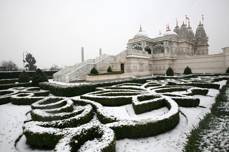 Swaminarayan mandir, Neasden, Snow, January